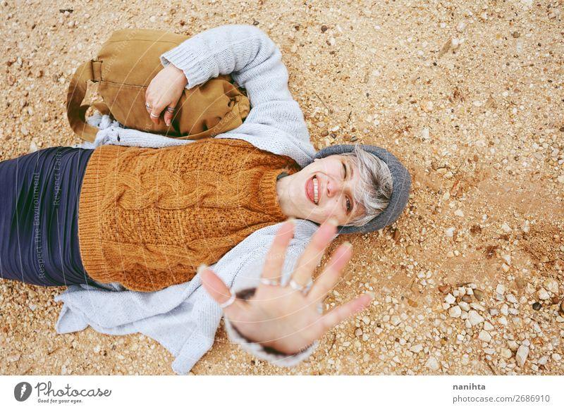 Eine Abenteurerin, eine junge kaukasische Frau. Lifestyle Stil Glück schön Erholung ruhig Ferien & Urlaub & Reisen Ausflug Abenteuer Junge Frau Jugendliche