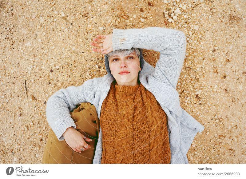 Eine Abenteurerin, eine junge kaukasische Frau. Lifestyle Stil Glück schön Erholung ruhig Ferien & Urlaub & Reisen Ausflug Abenteuer Mensch feminin androgyn