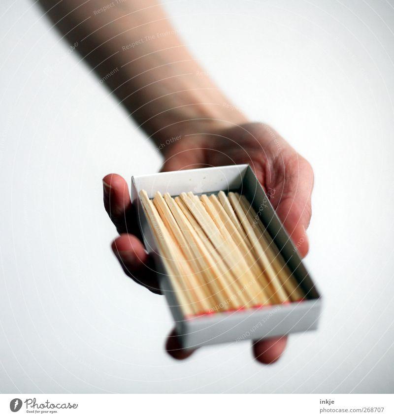 haste mal Feuer? [oldschool] Mensch Hand Spielen offen Freizeit & Hobby einfach festhalten Mitte zeigen Streichholz Schachtel Verpackung anbieten kredenzen