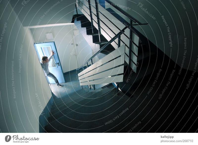hallo? Mensch Mann Haus Erwachsene dunkel Leben Tür offen Treppe maskulin stehen leuchten Abenteuer Häusliches Leben Lifestyle Suche