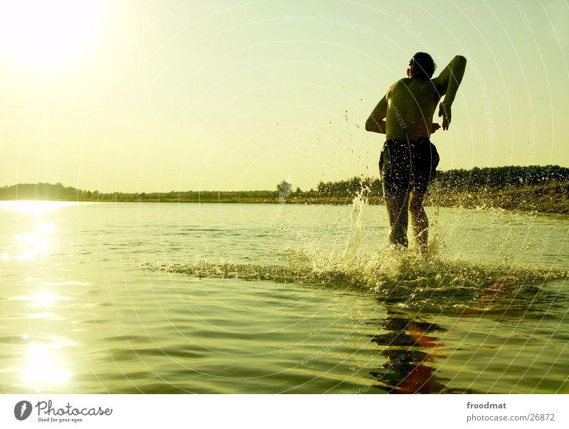 Wasser spritzt nass #1 Wasser Sonne Sommer Strand Freude See Stimmung Schwimmen & Baden Wassertropfen Aktion rennen Dynamik Natur Wasserspritzer Baggersee