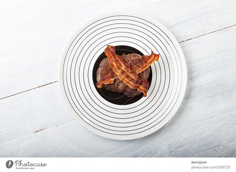 naughts and crosses weiß schwarz oben Lebensmittel Holz braun Kreis Streifen rund einzigartig heiß lecker Teller Abendessen Fleisch gekreuzt