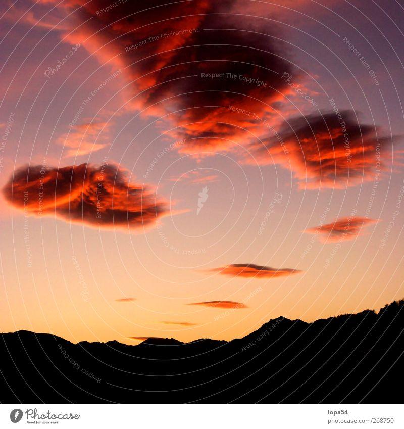 Feuerwolken Himmel Natur Ferien & Urlaub & Reisen schön rot Wolken schwarz Ferne Landschaft gelb dunkel Berge u. Gebirge Wärme träumen orange Tourismus