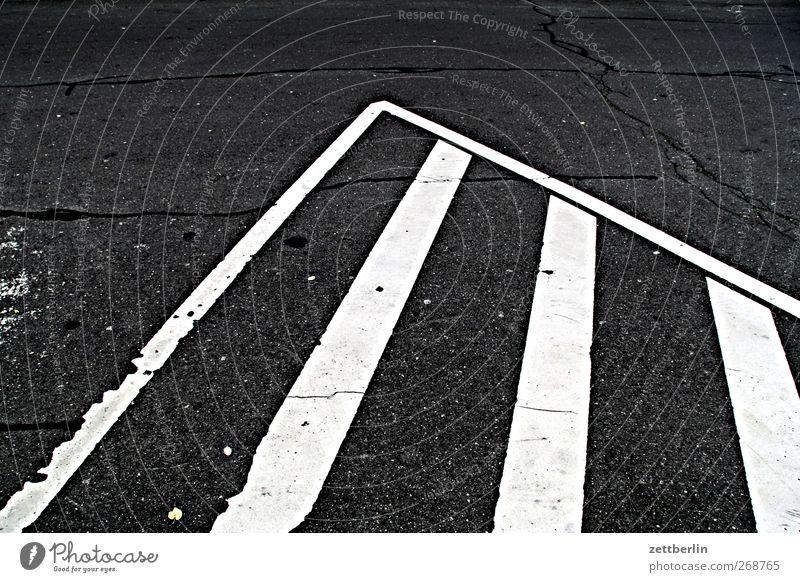 Sperrgebiet Stadt Platz Marktplatz Verkehr Verkehrswege Straße Straßenkreuzung Wege & Pfade Wegkreuzung Verkehrszeichen Verkehrsschild Spitze Asphalt