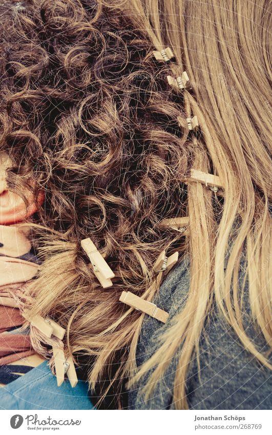 Klammerhaarpracht Mensch Jugendliche schön Freude Erwachsene feminin Gefühle Glück Kopf Haare & Frisuren Freundschaft braun Zusammensein Zufriedenheit blond