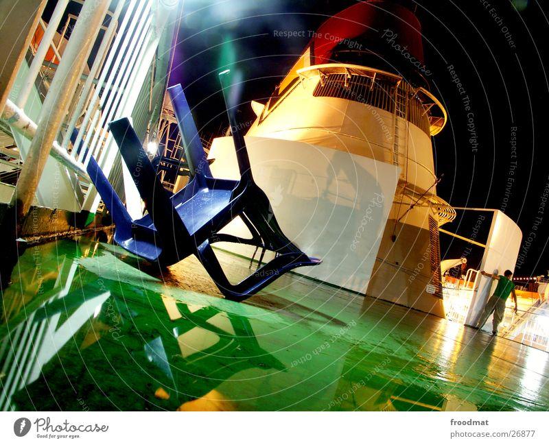 nachts auf dem deck #1 Finnland Estland Tallinn Wasserfahrzeug grün Nacht Langzeitbelichtung Mann Spaßvogel Pfütze Reflexion & Spiegelung Begleiter umgefallen