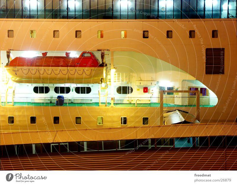 nachts auf dem deck #3 Wasser grün Einsamkeit dunkel Wasserfahrzeug groß Tourismus Hilfsbereitschaft Europa Macht Stuhl Verbindung Schifffahrt Tourist verloren