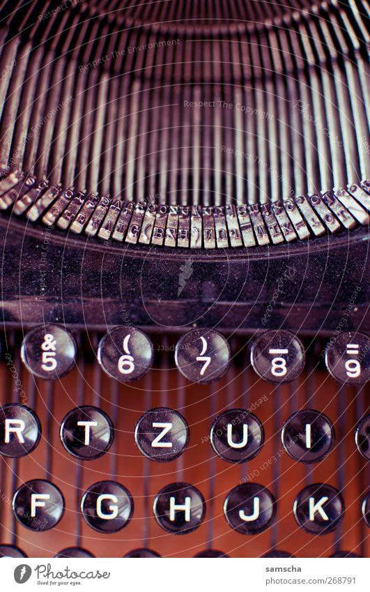 Schreibmaschine alt schwarz Arbeit & Erwerbstätigkeit Schriftzeichen Beginn Papier Ziffern & Zahlen retro Idee Buchstaben Bildung schreiben Schriftstück Wort