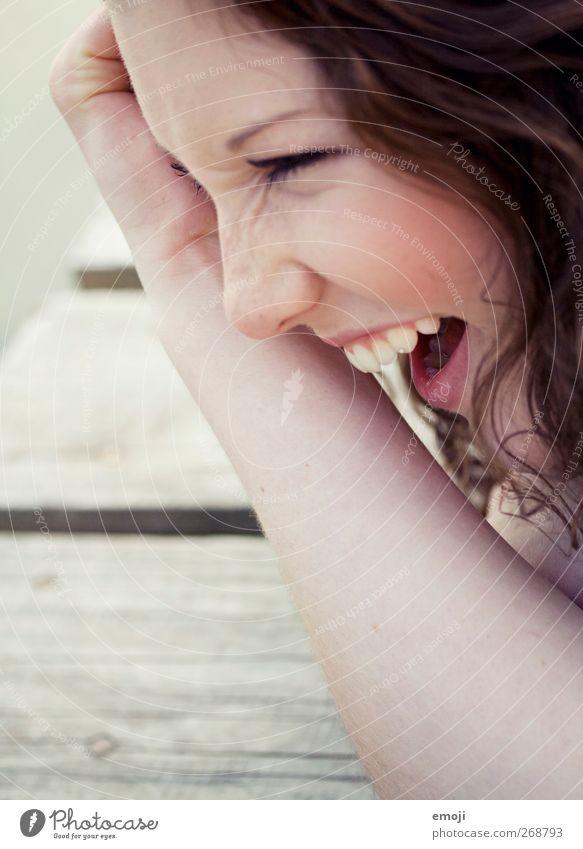 =cD Junge Frau Jugendliche Kopf Gesicht 1 Mensch 18-30 Jahre Erwachsene hell schön lachen lustig Zähne Optimismus Fröhlichkeit Farbfoto Außenaufnahme