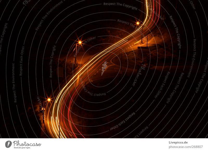 Strasse in Portugal Stadtrand Verkehr Verkehrswege Personenverkehr Straße Wege & Pfade Fahrzeug PKW Lastwagen fahren rot schwarz Farbfoto Außenaufnahme Nacht