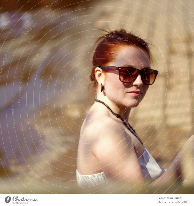 Wearing huge sun glasses. Mensch Frau Jugendliche Wasser weiß Erwachsene Erholung feminin Erotik Mode Junge Frau natürlich modern 18-30 Jahre Fröhlichkeit