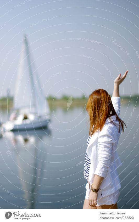Hallo! Hier! Mensch Frau Jugendliche weiß Ferien & Urlaub & Reisen Erwachsene Bewegung Menschengruppe See Freundschaft Wasserfahrzeug Junge Frau