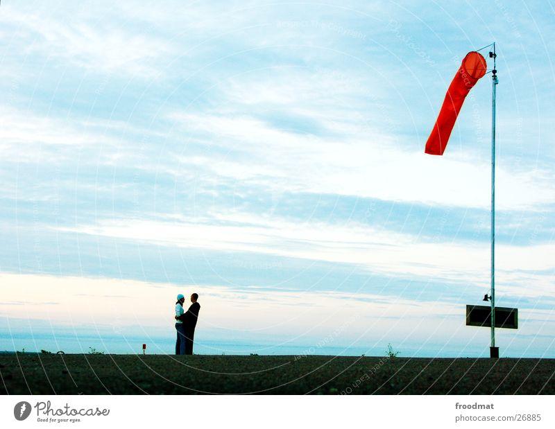 zweisam - einsam Mensch Himmel Meer Wolken Einsamkeit Liebe Glück Paar Wind Zusammensein Schilder & Markierungen paarweise Romantik Hafen Vertrauen eng