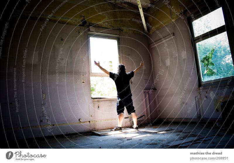 STILL AROUND Stadt Einsamkeit Fenster dunkel Wand Mauer Stil hell außergewöhnlich maskulin ästhetisch kaputt trist bedrohlich Fabrik trashig