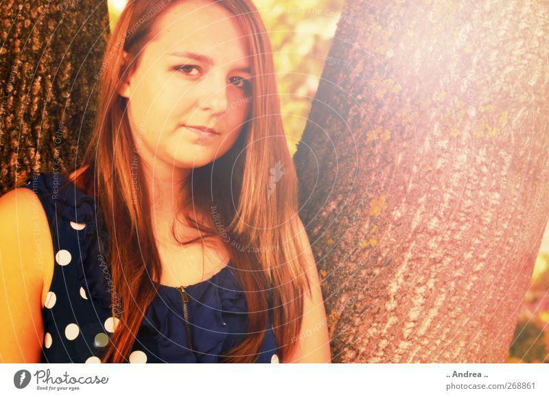 Blickkontakt 2 feminin Junge Frau Jugendliche 18-30 Jahre Erwachsene Haarfarbe rothaarig Sommerurlaub Sommerferien sommerlich Sommerabend Sommertag Sommerkleid
