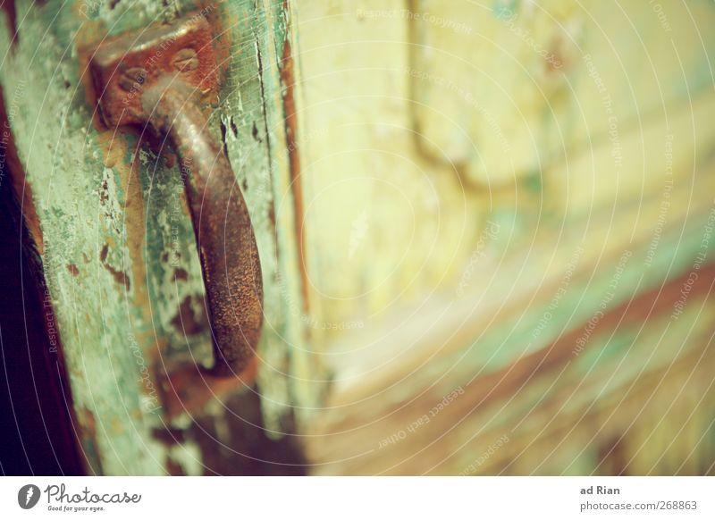 ...dahinter das Unbekannte! alt Stadt Holz Metall ästhetisch authentisch Häusliches Leben trist retro Autotür verfallen Altstadt verblüht gebrauchen Türknauf