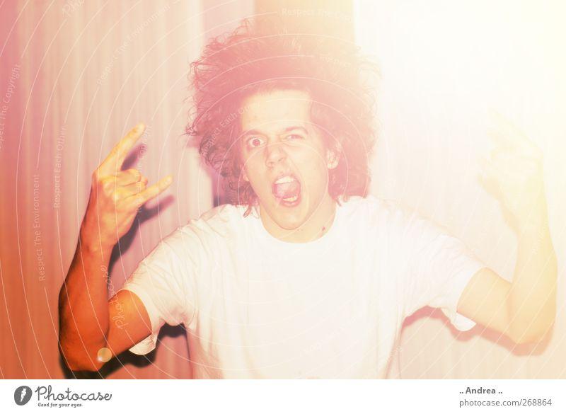 Rock It maskulin Haare & Frisuren Jugendkultur Musik Musik hören Konzert Open Air brünett langhaarig Locken Afro-Look lachen stehen toben Aggression bedrohlich