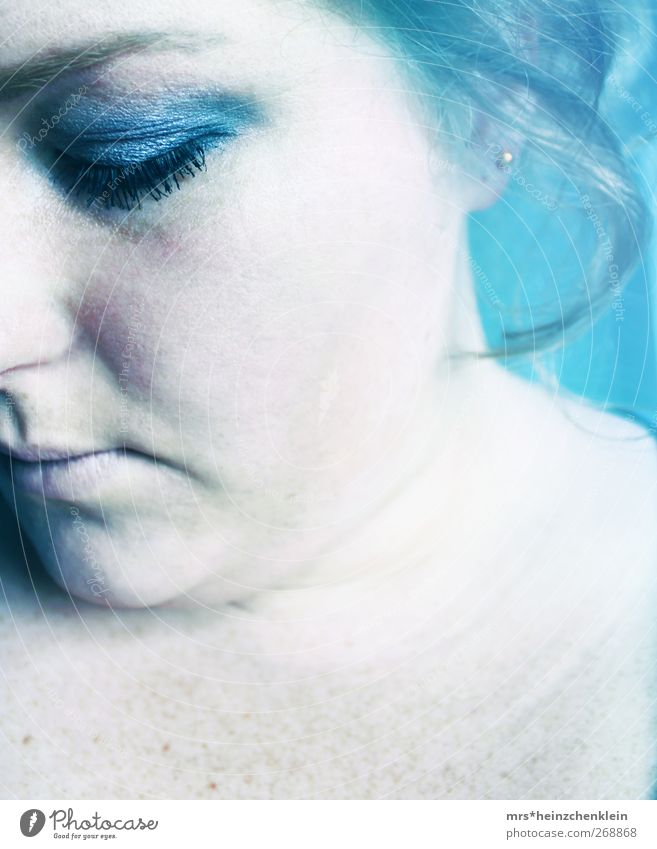 drowning Gesicht Schminke Wimperntusche feminin Junge Frau Jugendliche Erwachsene Haut Kopf Auge Nase Mund Lippen 1 Mensch 18-30 Jahre Mond Vollmond Wasser