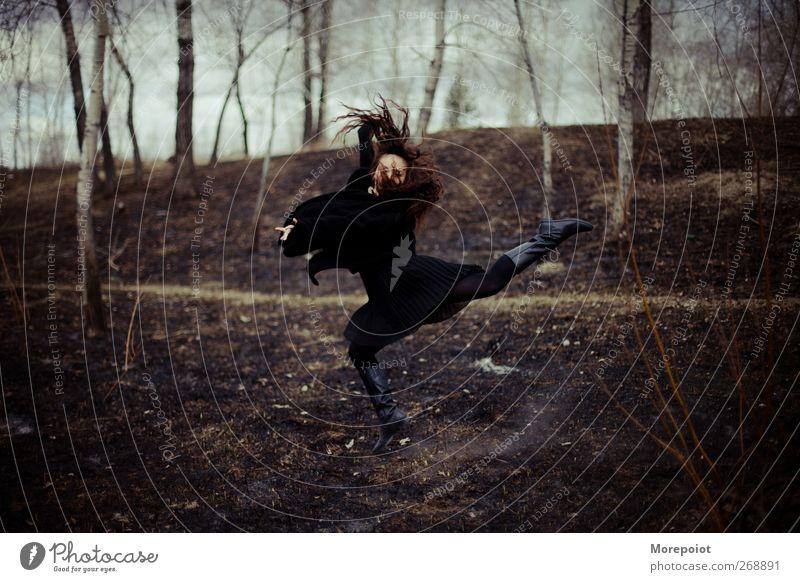 Mensch Natur Jugendliche schön Erwachsene Wald Landschaft feminin Erotik Bewegung Freiheit Haare & Frisuren Kunst Musik Park Körper