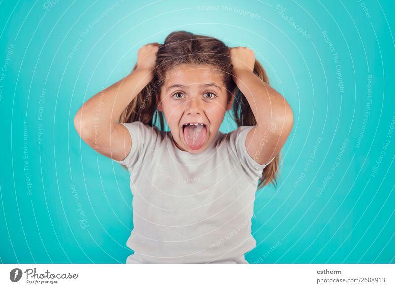 Porträt eines wütenden Mädchens Lifestyle Mensch feminin Kindheit 1 8-13 Jahre sprechen Fitness schreien Traurigkeit Aggression rebellisch verrückt Wut Gefühle