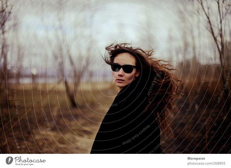 Luisa feminin Junge Frau Jugendliche Erwachsene Kopf Haare & Frisuren Gesicht 1 Mensch 18-30 Jahre Natur Park Brille elegant Erotik Freiheit Gelassenheit schön