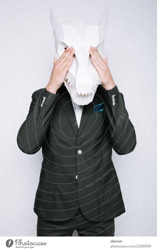 Büroangestellter in der Maske des Drachens Lifestyle Reichtum elegant Stil Freizeit & Hobby Spielen Nachtleben Entertainment Party Kindererziehung Bildung