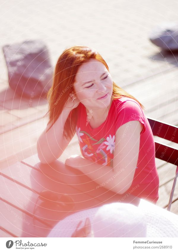 Por favor, un café con leche! Mensch Frau Jugendliche schön Freude Erwachsene feminin Leben Freiheit Stil Junge Frau Freizeit & Hobby sitzen elegant 18-30 Jahre