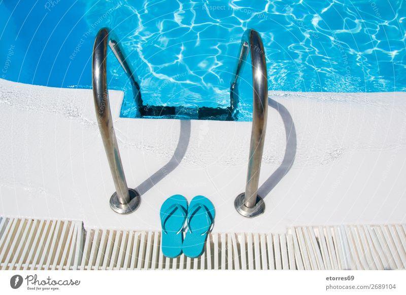Zugang zum Eingang eines Pools Schwimmbad Sommer Wasser Erfrischung blau Sauberkeit Ferien & Urlaub & Reisen Urlaubsort Badeurlaub Erholung Reichtum Paradies
