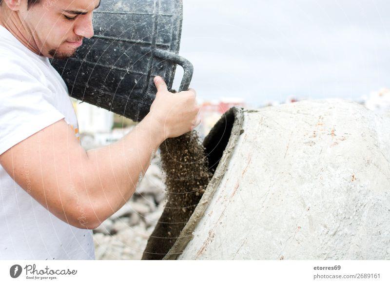 Arbeiter auf einer Baustelle Mann Arbeit & Erwerbstätigkeit Konstruktion Bauarbeiter Kunsthandwerker Zement Formular liquide Flüssigkeit Werkzeug Gemäuer Sand