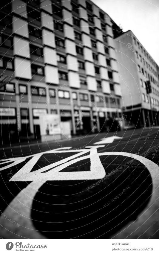 Fahrradweg in Nürnberg Ausflug Fahrradtour Fahrradfahren Stadt Stadtzentrum Verkehr Verkehrswege Linie Wege & Pfade Stadtleben Urbanisierung Hochhaus