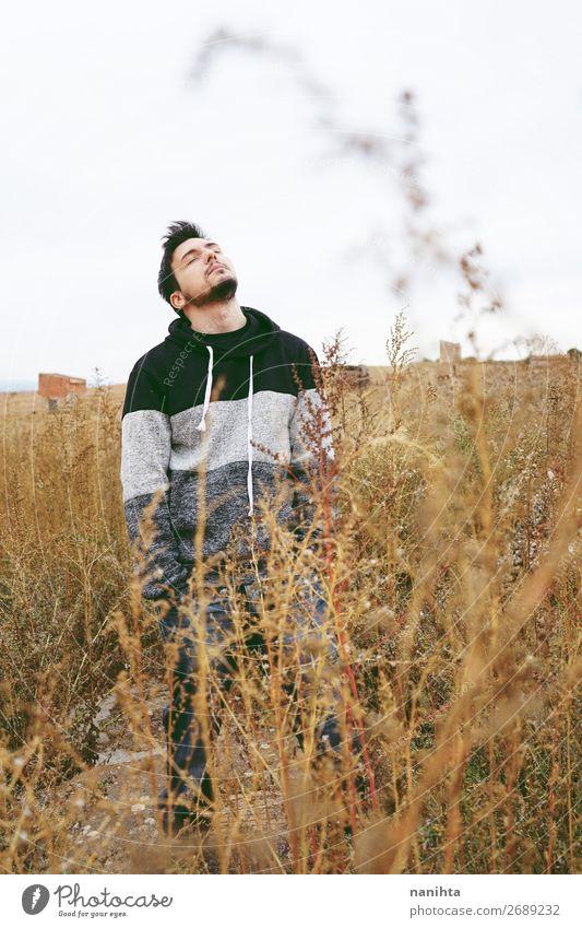 Mensch Natur Mann Pflanze Erotik Erholung Wolken Einsamkeit ruhig Winter Ferne Lifestyle Erwachsene Herbst Stil Freiheit