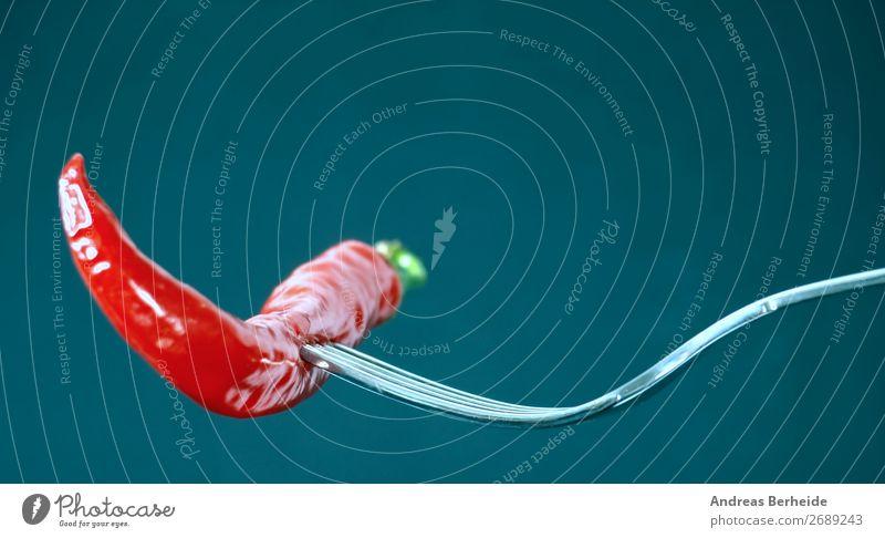 Voll scharf Lebensmittel Gemüse Kräuter & Gewürze Ernährung Bioprodukte Vegetarische Ernährung Gabel Gesunde Ernährung lecker grün rot türkis Scharfer Geschmack