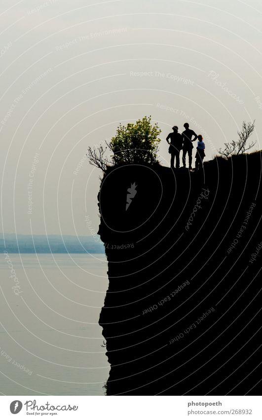 Black Rock Mensch Natur Ferien & Urlaub & Reisen schwarz grau Felsen wandern Sträucher Seeufer Riff