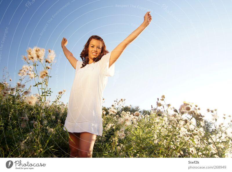 good morning sunshine Mensch Natur Jugendliche blau weiß schön Erwachsene Erholung feminin Leben Junge Frau Glück Gesundheit Zufriedenheit 18-30 Jahre Haut