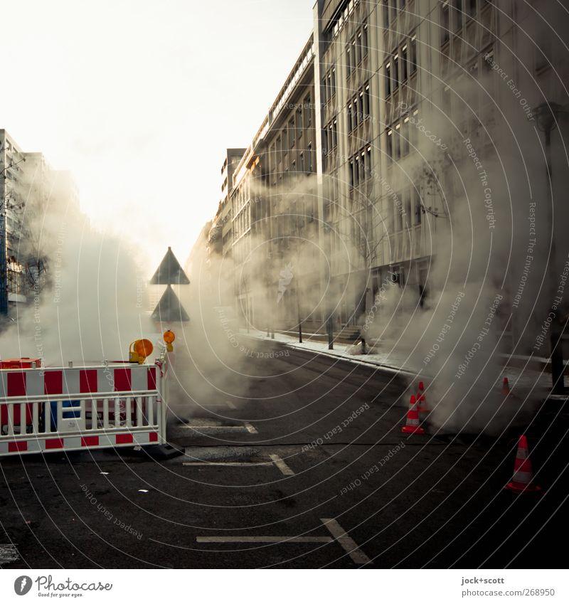 Mehr Rauch Um Gar Nichts Stadt ruhig Haus Winter kalt Umwelt Straße Wege & Pfade Linie Fassade Schilder & Markierungen stehen Hinweisschild Warmherzigkeit Zeichen Baustelle