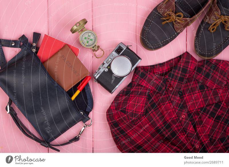 Tasche, Reisepass, Kamera, Kompass, Schuhe, Hemd, Notizblock Lifestyle Ferien & Urlaub & Reisen Tourismus Ausflug Schreibtisch Tisch Business Fotokamera Mode