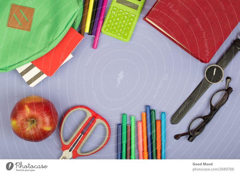 Rucksack, Notizblock, Filzstift, Schere, Taschenrechner Tisch Kind Schule Studium Werkzeug Buch Brille Papier beobachten blau grau grün Notebook Notizbuch
