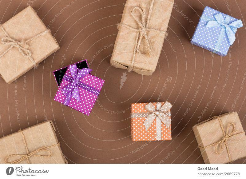 Handgefertigte Geschenkverpackungen auf braunem Papiergrund Glück Freizeit & Hobby Dekoration & Verzierung Feste & Feiern Erntedankfest Weihnachten & Advent