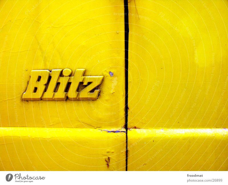 Gelbblitz alt gelb Farbe Stil PKW dreckig Geschwindigkeit Coolness Schriftzeichen Blitze Rost Gewitter Typographie Oberfläche Spalte