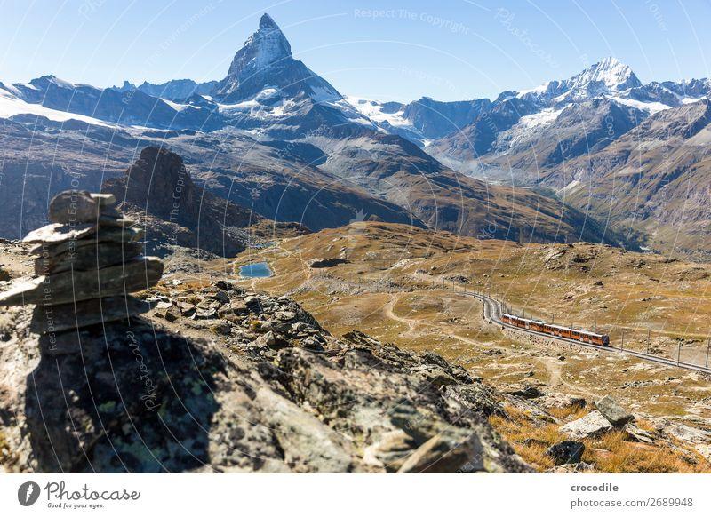 # 770 Schweiz Matterhorn Wahrzeichen Berge u. Gebirge Dorf wandern Mountainbike Trail Wege & Pfade Farbfoto weiches Licht Gipfel Wiese friedlich Schnee