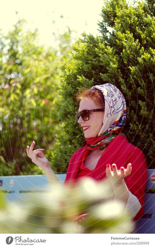 En vogue III. Mensch Frau Natur Jugendliche Ferien & Urlaub & Reisen schön rot Freude Erwachsene Erholung feminin sprechen Kopf Garten Stil Park