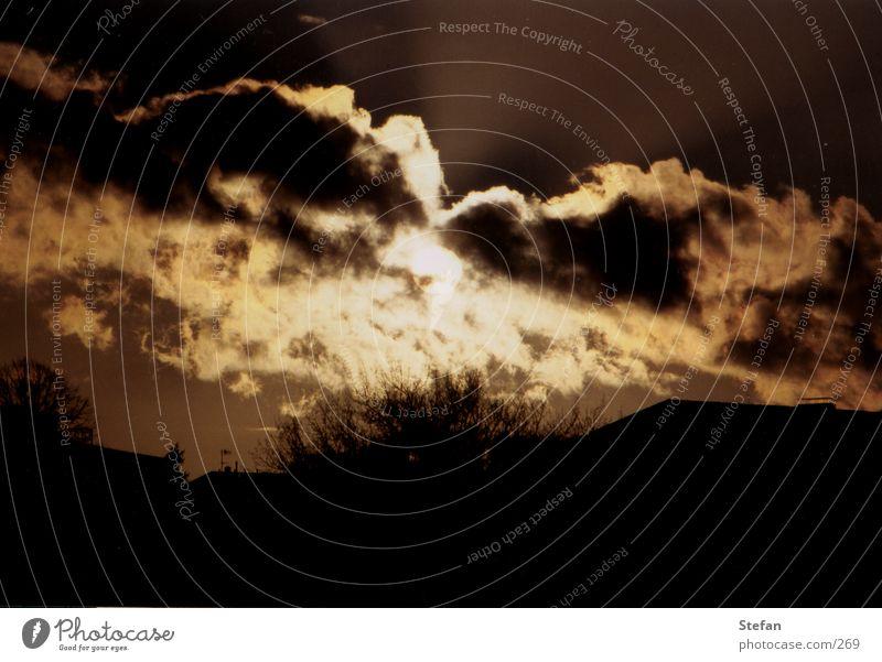 Darklight Wolken Licht gefährlich drohen unheilbringend Sonne Schatten Abend dramatisch Elektrizität bedrohlich Gewitter clouds sun dramatic
