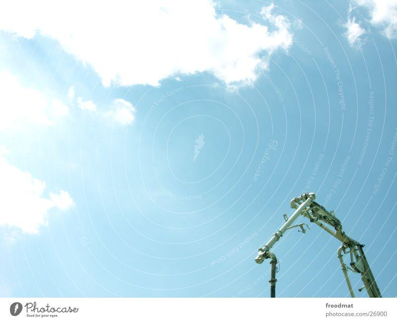 Haus aus Rohr Himmel Sonne blau Sommer Wolken Kabel Fototechnik undefinierbar