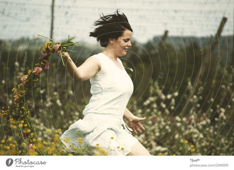 spring feaver Mensch Natur Jugendliche grün Pflanze Blume Erwachsene gelb Landschaft Wiese feminin Leben Wärme Frühling Gras Freiheit