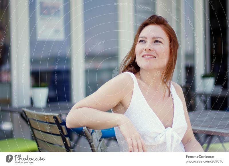 The Girl Next Door. Mensch Frau Jugendliche Ferien & Urlaub & Reisen schön Sommer Erwachsene feminin Leben Stil Junge Frau Freizeit & Hobby Arme warten sitzen elegant