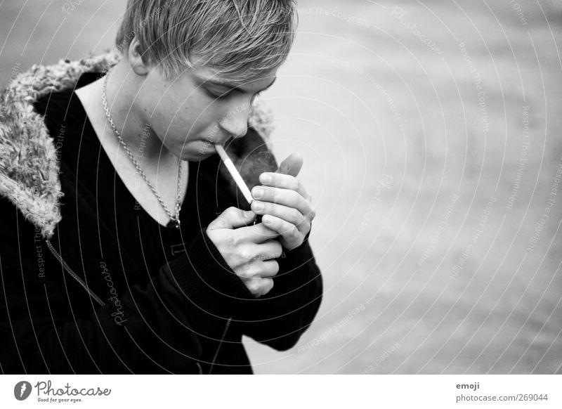 old smoke Mensch Jugendliche Erwachsene dunkel maskulin 18-30 Jahre Junger Mann Rauchen trendy Zigarette Industrieanlage