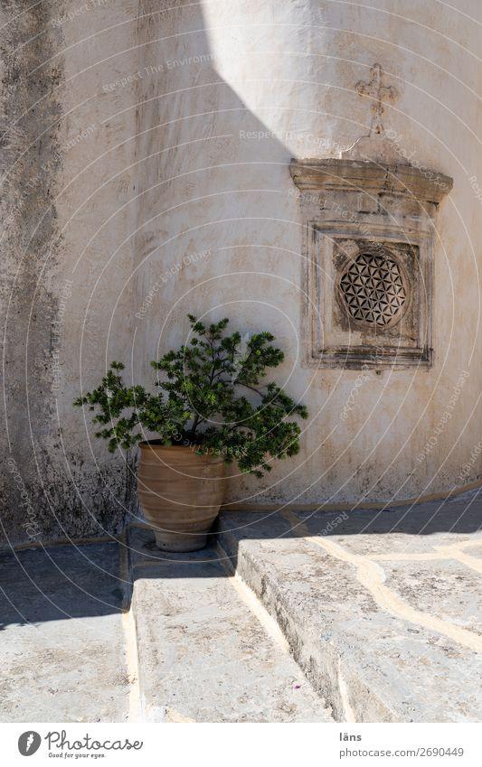 Kloster Mauer Kreta menschenleer Treppe Licht schatten