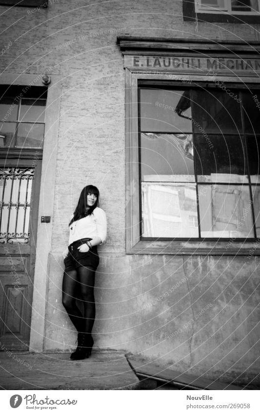 Right through my walls. Mensch feminin Junge Frau Jugendliche 1 18-30 Jahre Erwachsene Mode Bekleidung Hemd Strumpfhose brünett langhaarig Glück Zufriedenheit