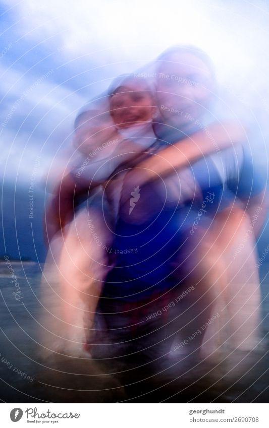 Sturmbad II Mensch Ferien & Urlaub & Reisen Jugendliche Junge Frau blau Wasser Junger Mann Meer Freude 18-30 Jahre Lifestyle Erwachsene lustig feminin Sport