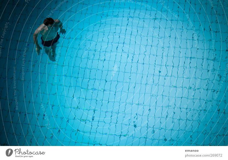 untergetaucht Mensch Mann blau Wasser Erwachsene Erholung kalt Sport Luft Gesundheit Körper Schwimmen & Baden Angst hoch maskulin Schwimmbad